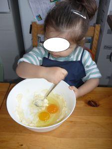 louane-melange-oeufs-sucre-et-beurre.jpg