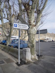 parking-paul-gauthier-cavaillon.JPG