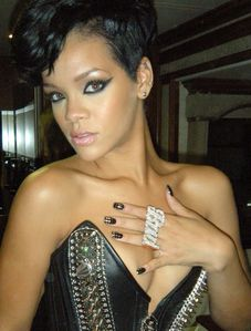 Rihanna-at-AMAs-photo-by-Kimmie-Kyees-copie-1.jpg