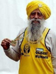 Fauja Singh, il maratoneta centenario, all'insegna del motto