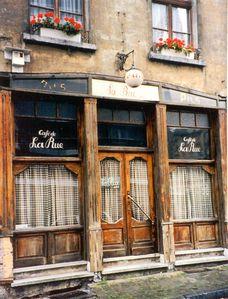 cafe_de_la_rue.jpg