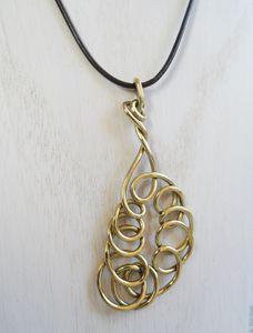 Collier-spirale-doree.JPG