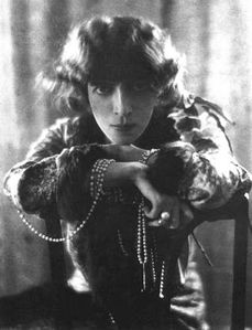 Pearls with Luisa Casati by Adolf de Meyer 1912