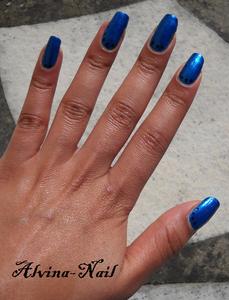 dotting-noir-sur-bleu-cinema-make-up4-Alvina-Nail.png