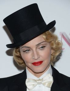 20130619-pictures-madonna-mdna-tour-premiere-scree-copie-22.jpg