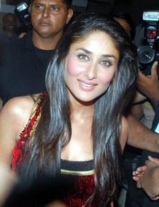 Stars-At-I-Am-She-Grand-Finale-Kareena KApoor