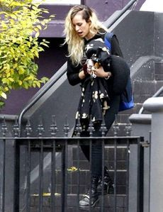 m_alice-dellal-leaving-her-house-diaporama.jpg