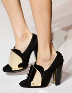 Les-mocassins-a-talons-Yves-Saint-Laurent_portrait_gallery.jpg