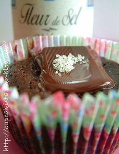 Cupcakes moelleux au chocolat à la fleur de sel-10