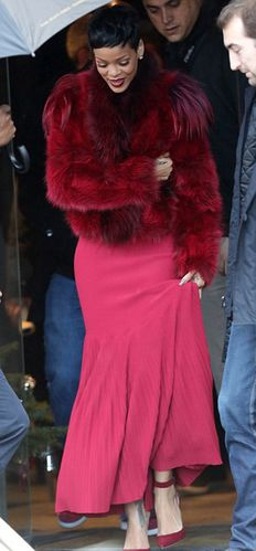 RIHANNA-RED-FUR-FOURRURE-ROUGE-1.jpg