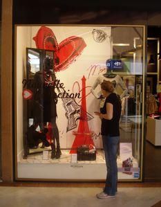 Tour Eiffel, galerie marchande, province