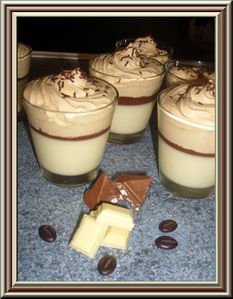 panna cotta chocolat blanc croquant de toblerone et mousse au caf le blog de nattycuisine. Black Bedroom Furniture Sets. Home Design Ideas