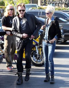 Johnny-Hallyday-Takes-Wife-Laeticia-On-A-Motorcycl-copie-9.jpg