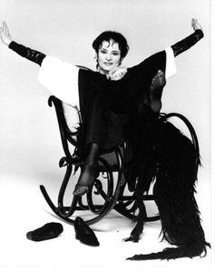 Sur son célèbre rocking-chair...