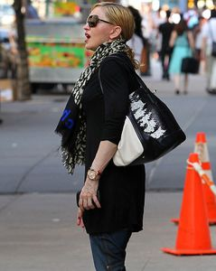 20130531-pictures-madonna-out-and-about-new-york-06.jpg