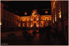 Amiens Hotel de ville by night