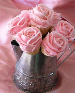 Rose-Frosting-Cupcakes1