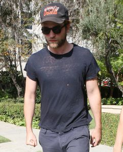 Robert Pattinson out in LA 1