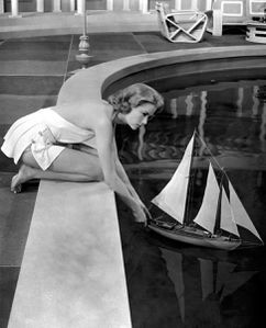 Grace Kelly- high-society-swimming-pool