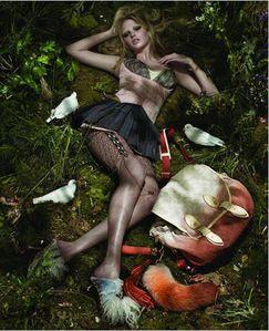 Lara-Stone---Louis-Vuitton-2.jpg