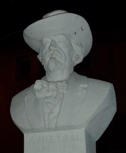 Frédéric Mistral - statue, buste