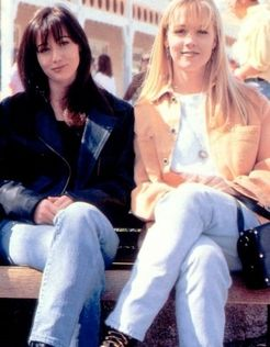 Brenda-and-Kelly-beverly-hills-90210-6397339-312-400.jpg