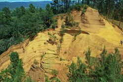 Terre-d-ocre-Roussillon-luberon-Flickr.jpg