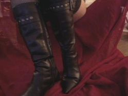 Mes bottes pointues....Ballbusting??