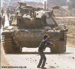 Char israélien contre jeune Palestinien lanceur de pierr