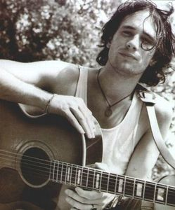 http://img.over-blog.com/250x300/0/13/58/83/Images01/jeff_buckley.jpg