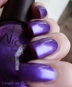 Nicole by opi Virtuous Violet 3