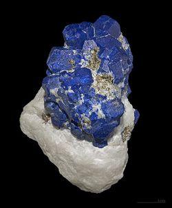 Lazurite-cristallisee-Didier-Descouens.jpg