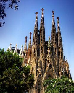 Barcelona_La-Sagrada-Familia.jpg