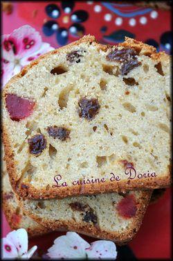 Cake aux fraises séchées et raisins 1a