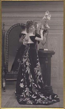 Comtesse-Greffulhe-wearing-a-dress-by-Worth--taken-by-Feli.jpg