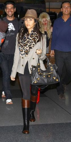 kourtney-kardashian-kim-scott-disick-mason-nyc-airport-move