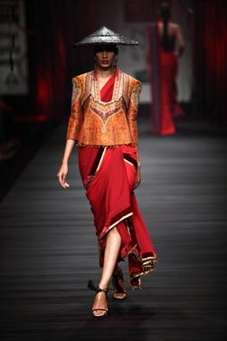 Wills-Lifestyle-India-Fashion-Week-Tarun-Tahiliani-2.JPG