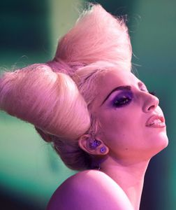 lady-gaga-funky-bow-hairsty1.jpg
