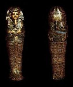 Canopes en forme de sarcophage contenant les viscères du p