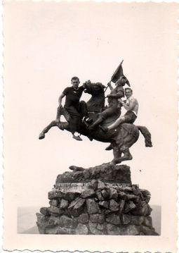 Statue010
