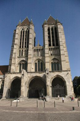 Cathedrale_de_Noyon-copie-1.JPG