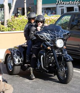 Johnny-Hallyday-Takes-Wife-Laeticia-On-A-Motorcycl-copie-4.jpg