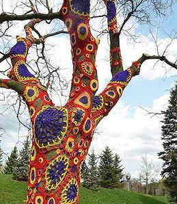 extreme-knitting-and-crochet-art-L-roqaf2.jpg