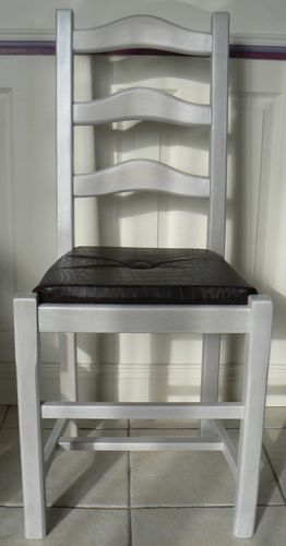 tuto relooking chaise rustique le blog de v ro bricolo. Black Bedroom Furniture Sets. Home Design Ideas