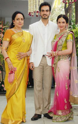 Esha-Deol-Engagement----Fashion-India-Blog-Saree-2.jpg