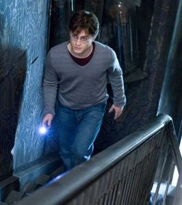 harry-potter-tente-d-accomplir-sa-derniere-mission_64062_w4.jpg