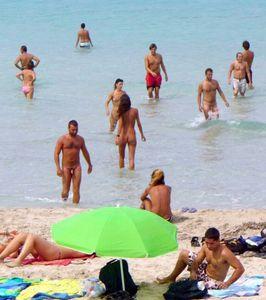 Cap d'Agde. Oasi di Libertinaggio naturista. Sulle tracce di Houellebecq (Cap. 8°). Sulla tipologia delle coppie presenti sulla spiaggia libertina