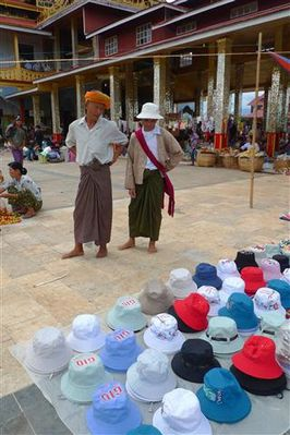Marche-de-Phaung-Daw-Oo--9---Small-.JPG