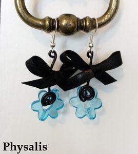 boucle d'oreille fleur noir et bleu
