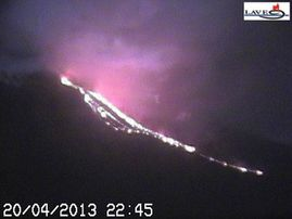 2013.04.20-22h45-etna_img_webcam2.jpg